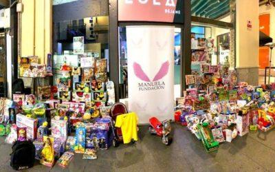 Manuela Fundacion lleva juguetes a más de 500 niños estas navidades en colaboración de multitud de empresas granadinas.