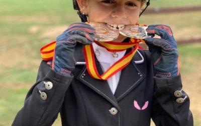 Valeria Chaves subcampeona de España en las categorías ponis A de concurso completo y ponis A de salto.